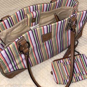 Liz Claiborne Nearly New Handbag w/lots of extras!